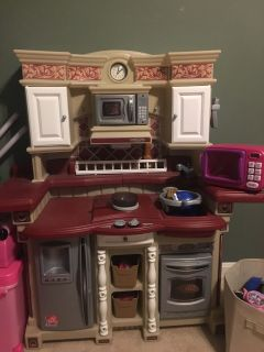 Play kitchen set and food/accessories