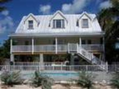 Four BR Four BA Oceanfront home with Beach and Pool - House