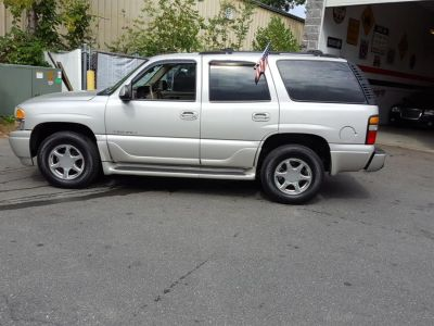 2004 GMC Yukon Denali (Silver Birch Metallic)