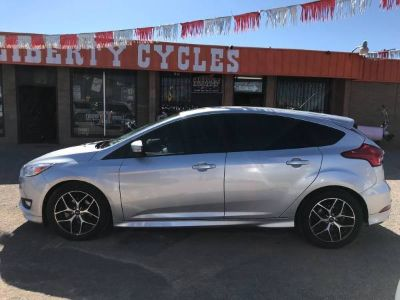 LOW MILES! 2016 FORD FOCUS