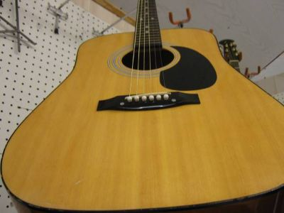 MARTIN ACCOUSTIC GUITAR  WITH CASE