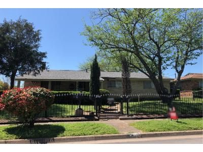 3 Bed 2 Bath Preforeclosure Property in Duncanville, TX 75116 - E Davis St