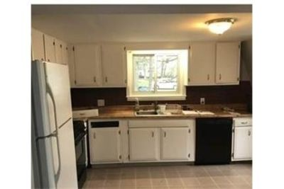 Cute in town, single family rental. Washer/Dryer Hookups!