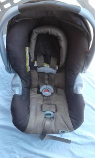 Graco Safe Seat car seat and base...matches stroller listing.