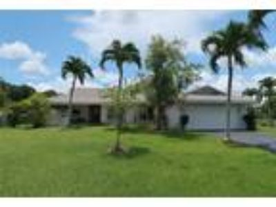 Coral Springs 4/2-2 Car Gar-186 Ft on the Water $2,800 MO. ***See Remarks & ...