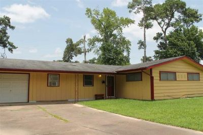 $800, 3br, Move in ready home with three bedrooms, Jack and Jill bath and a nice office with walk-in closet.