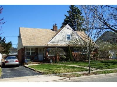 4 Bed 1 Bath Preforeclosure Property in Levittown, NY 11756 - Flamingo Rd