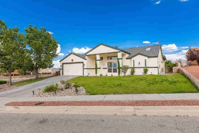 3505 Canyon Ridge Arc Las Cruces, This 3704+/- S.F.