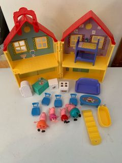 Peppa pig house with pieces