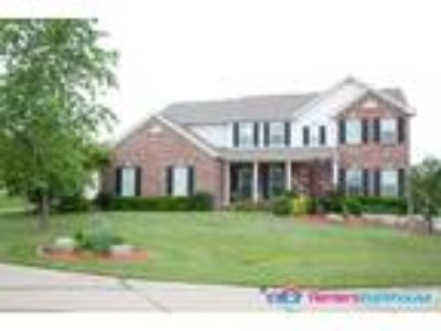 Fabulous Brick 2 story home W/lots of room for family