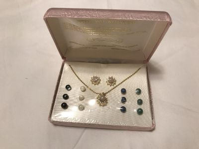 Necklace and earring wardrober