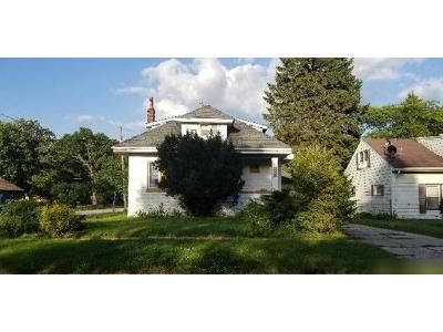 5 Bed 2 Bath Foreclosure Property in Zion, IL 60099 - Elizabeth Ave