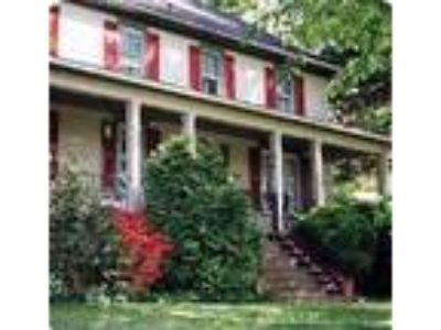 Barnyard Inn B&B and Carriage House - Bed & Breakfast