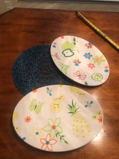 "2 NEW 16"" platters & decorative placemat. Platters are a very thick resin plastic like material 16""x12"" ALL NEW WITH & WITHOUT TAGS"