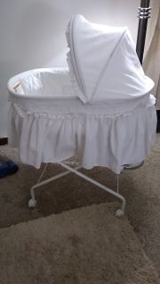 PRICED TO SELL! MUST GO! LIKE NEW BASSINET & NEUTRAL GENDER WINNIE THE POOH NURSERY THEME