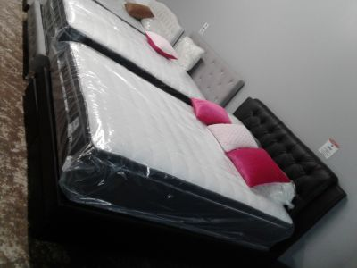 Black faux leather queen size bed