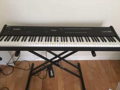 Alesis QS8 88 key keyboard/ stand and sustain