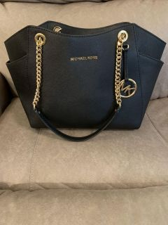 Michael Kors Purse in Excellent Condition with Chain Handles.