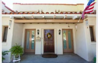 $2,680, Gorgeous Vintage 3 Bedroom Home in the heart of Fullerton
