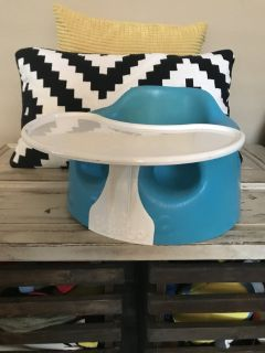 Bumbo baby seat with removable tray