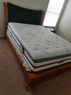 Queen bed, mattress and box spring