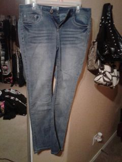 Mudd super super cute on these make your bottom look super cute size 11 will fit up to 13 as well $10