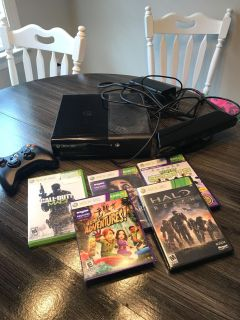 Xbox 360 with kinect and 5 games works perfect