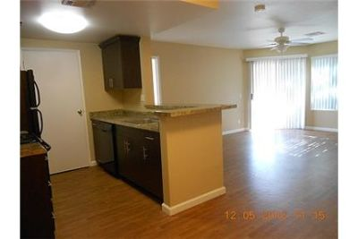 Great floor plan with a full kitchen and a spacious walk-in closet!