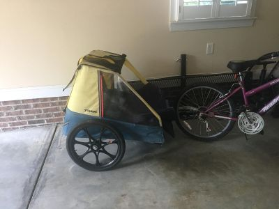 Pull behind bike trailer