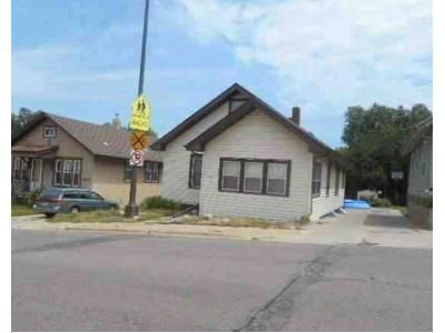 3 Bed 1 Bath Foreclosure Property in Sioux Falls, SD 57104 - S West Ave