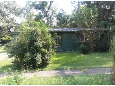 2 Bed 2 Bath Preforeclosure Property in Jacksonville, FL 32208 - Waynesboro Ave