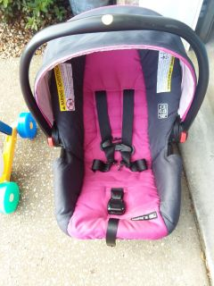 SnugRide 30 baby carrier excellent used condition
