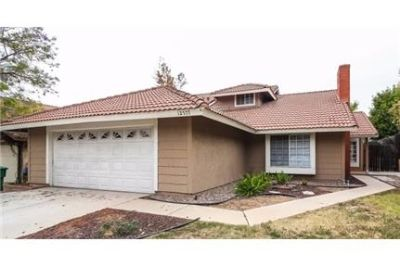 Over 1,741 sf in Moreno Valley. Washer/Dryer Hookups!