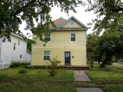 4 Bed 2 Bath Foreclosure Property in Herington, KS 67449 - W Walnut St