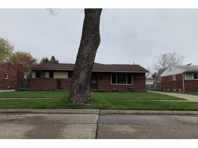 1.0 Bath Preforeclosure Property in Livonia, MI 48154 - Oakley St