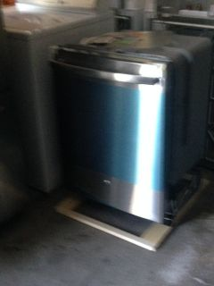 White Dish Washer (stainless steel has SOLD)