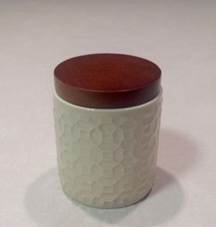 CERAMIC CONTAINER WITH WOODEN REMOVEABLE LID