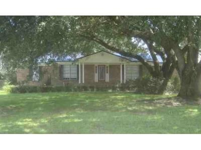 3 Bed 2 Bath Foreclosure Property in Irvington, AL 36544 - Waterford Dr