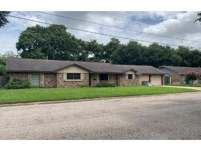 3 Bed 2 Bath Preforeclosure Property in El Campo, TX 77437 - Center St