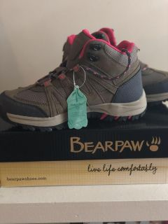 Girls size 3 hiking boots **new**