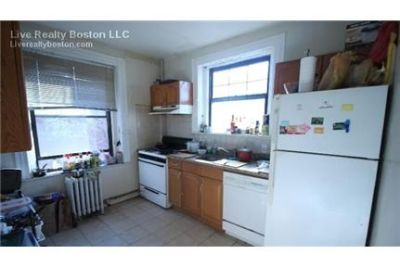 4 bedrooms Apartment - Broker covered great 4bd/2bth heat.
