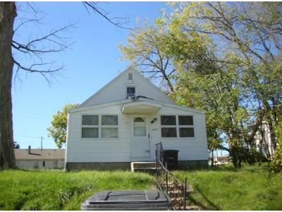 3 Bed 1.5 Bath Foreclosure Property in Fort Wayne, IN 46805 - Foresthill Ave