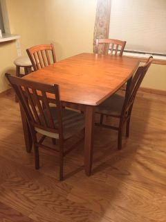 Dining set with China cabinet/buffet