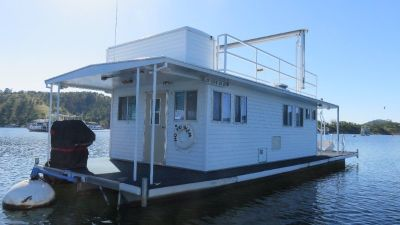 Houseboat with permit on Lake McClure