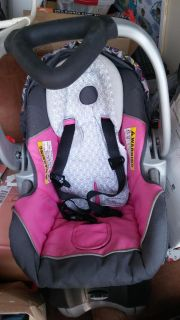 Babytrend car seat with base