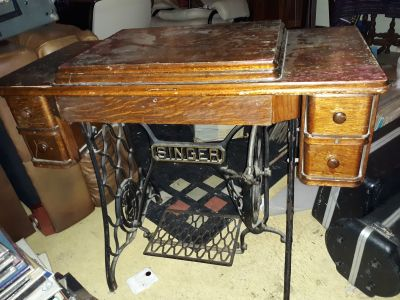 Rare 1910 singer sewing machine with trundle
