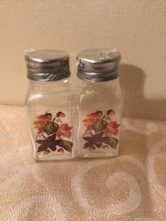 New harvest salt and pepper shakers Tb