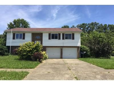 4 Bed 3 Bath Preforeclosure Property in Vine Grove, KY 40175 - Whisbrook Ave