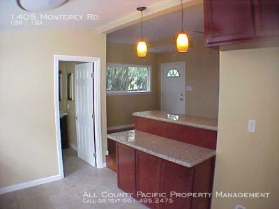 Beautiful Remodeled 1 Bedroom APT with private parking