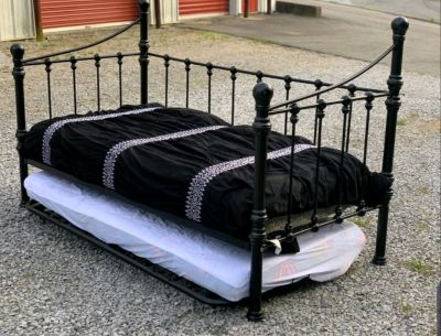 Twin daybed with pull out trundle